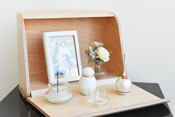 シンプルなでやさしい木の仏壇「祈りの手箱」