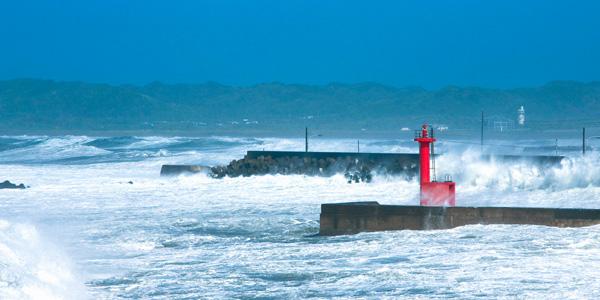 強風の海の画像