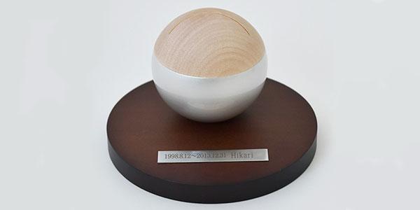 おしゃれなミニ骨壷_ピクチュアリ・スフィア-_-シルバー(真鍮製・写真立てタイプ-)