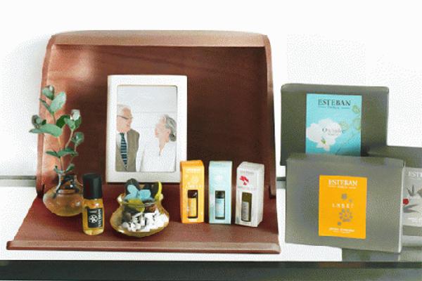 ミニ仏壇セット|火を使わない仏壇|やさしい時間 祈りの手箱(ブラウン)ESTEBANエステバンセット