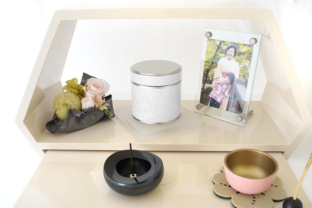 喉仏が納められるミニ骨壷 | いおりIoriシリーズ|カルネ(スズ銅板製)