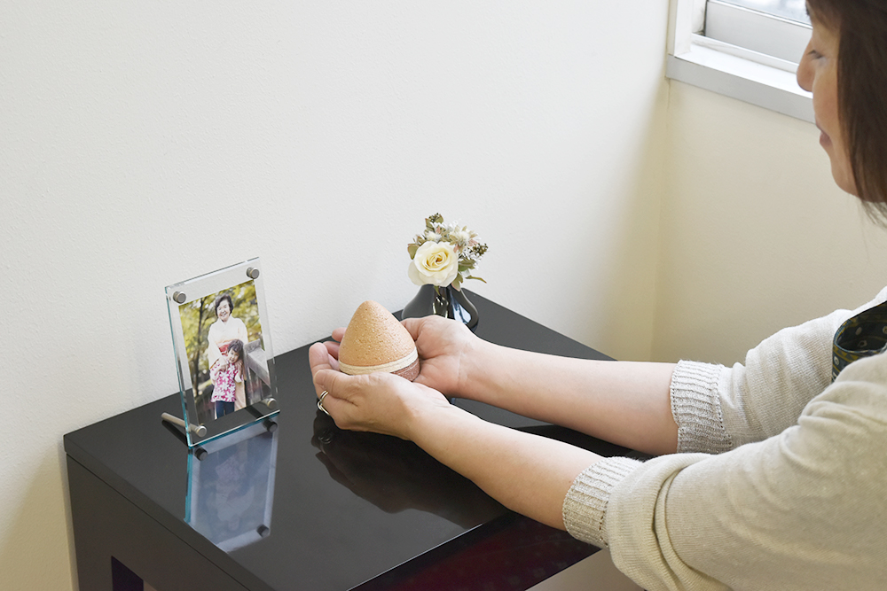 ミニ骨壷 トロスTholosシリーズ アイボリー(陶器製)