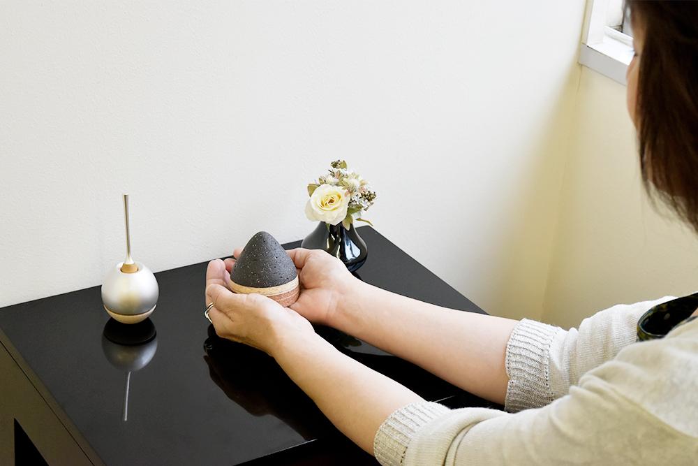 ミニ骨壷 トロスTholosシリーズ ブラック(陶器製)